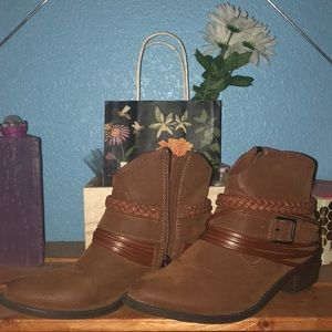 Tilly's Brown Booties